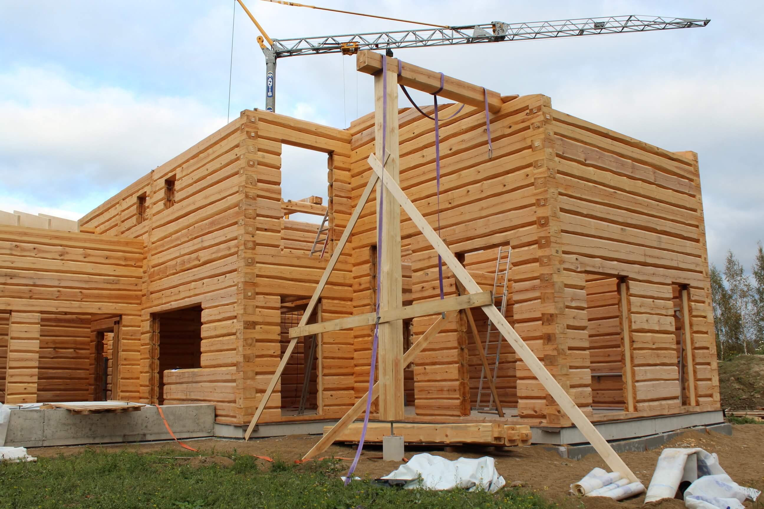 hirsitalon rakentaminen alkaa lopultakin. margus@kasinveistetythirsitalot.eu +372 511 6172